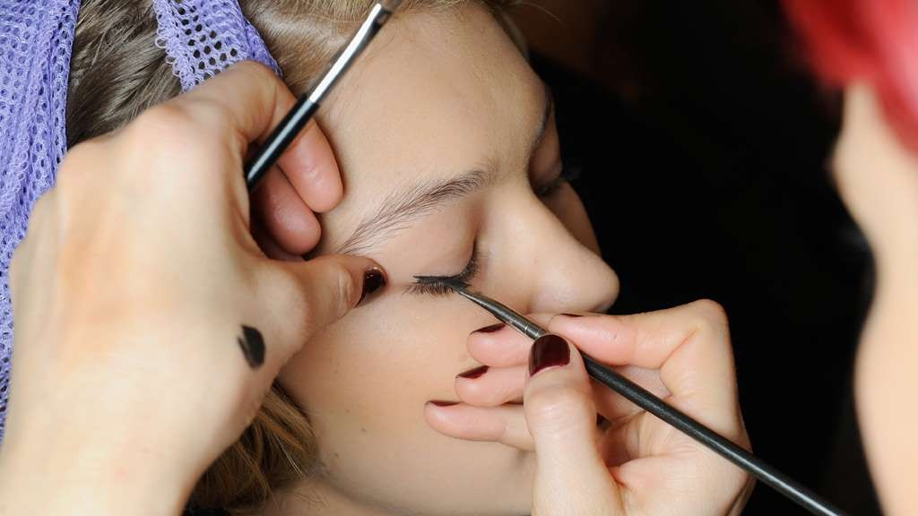 Experts advise Christmas party make-up